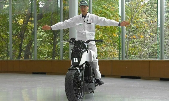 honda-self-balancing-motorcycle-3