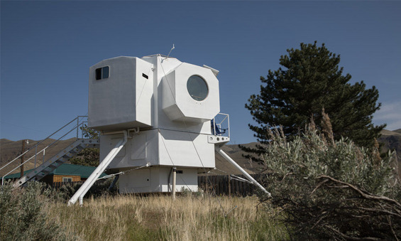 This-Tiny-Home-Is-Modeled-After-a-Lunar-Lander-2