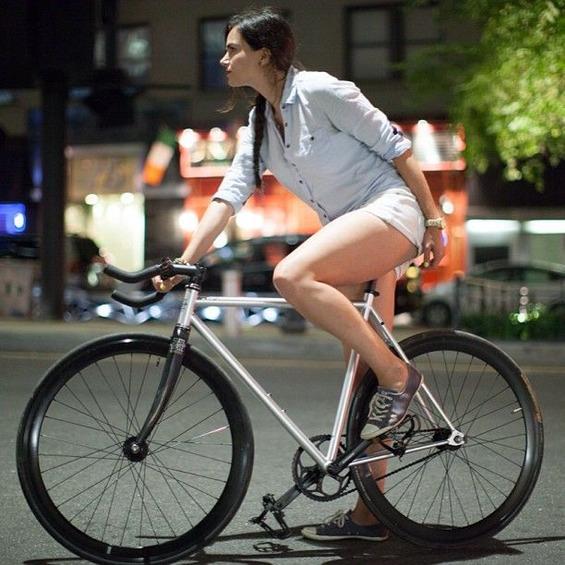 d4f9c6ccd634ea60ab7a36ca7fa9ff56--girls-on-bikes-cycling-girls