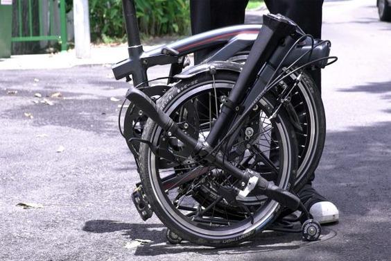 Dahon-Curl_ultra-compact-folding-commuter-bike_13-600x400