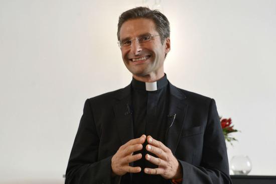 priest-2-700x466