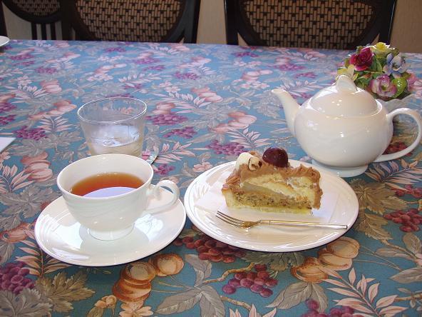 インド洋の涙とモンブラン かまくら香茶庵の紅茶には1つ1つ優雅な名前が付いている。 今回はディン