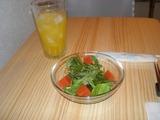 ライン_ライン サラダとマンゴージュース