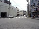コンプリカータ 銀座通りから池田通りを見る