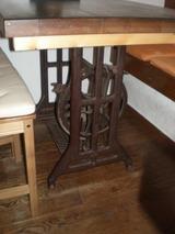 KITCHEN ORANGE ミシンのテーブル
