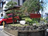 おかむら 店前の庭