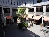 秋本 I−ZA鎌倉 中庭