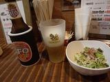 タイの食堂 ビールとサラダ