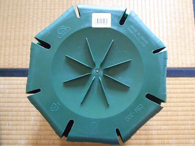 兼弥産業のスリットポット10号鉢のスリットの形状