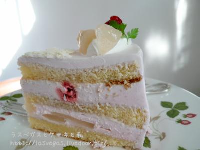 ラズベリーと白桃の純生ケーキ