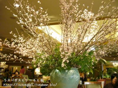 ラウンジ内の桜