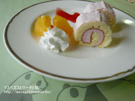 フツウのロールケーキ