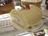 巨大ロールケーキ
