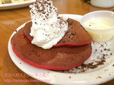 BabyStacks Cafeでレッドベルベットパンケーキ朝食