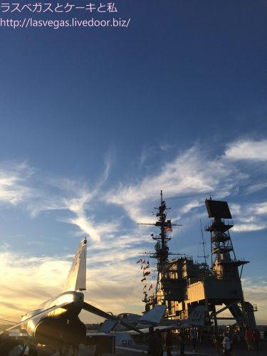USSミッドウェーの夕焼け