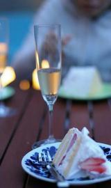 ショートケーキとシャンパン