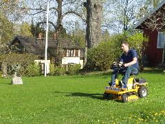 車型芝刈り機