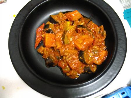 鶏肉せせりと夏野菜のトマト味噌煮込み