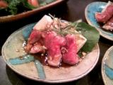 壱岐牛のたたきと壱岐田舎豆腐のバルサミコソース