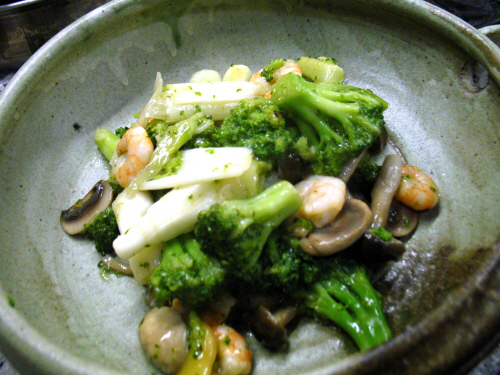 海老とブロッコリーときのこの炒めもの
