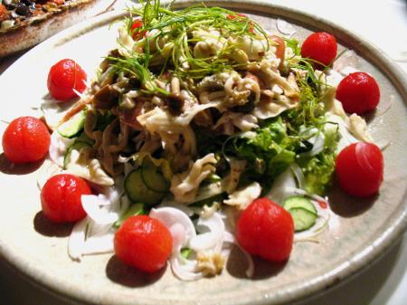 ハナビラタケと生ハム、トマトのピクルスのマリネサラダ