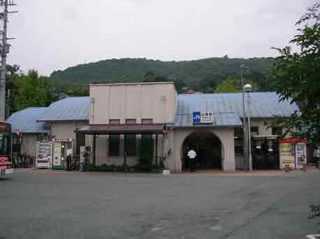 小さな駅と沢蟹