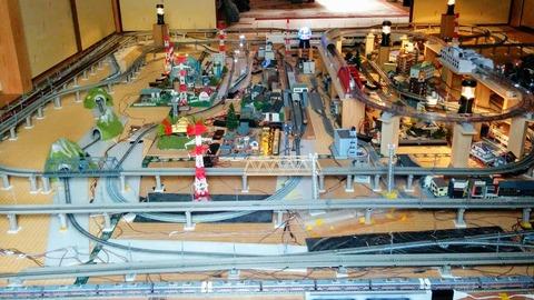 部屋いっぱいの鉄道ジオラマ!―まちのコダワリキワメタさん―