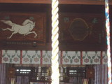 廣田神社に掛かる白馬とエイの絵柄の絵馬