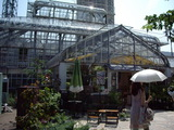 英国式庭園内のショップ