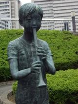 少年像の彫刻