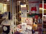 大阪西川のショールームにあるスヌーピーの商品類