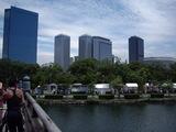 大阪城の橋から青屋門広場を望む