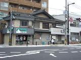 通りの古い建物2