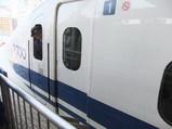 700系新幹線と女性車掌さん