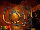 部屋に敷いたプラレールの線路