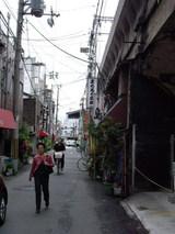 JR大正駅の線路沿いのお店