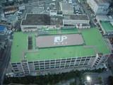 日本郵便の建物を見下ろす