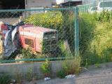 トラクターとヒマワリ畑