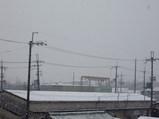 工場の窓から見た2/9の東大阪の雪景色その2