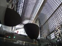京都駅ビルを見上げたところ
