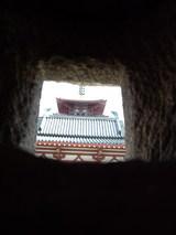 灯篭の穴から見た塔