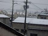 工場の窓から見た2/9の東大阪の雪景色その1