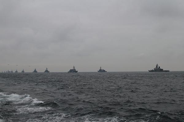 近づく艦隊