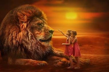 ライオンと女の子たちの夕暮れ