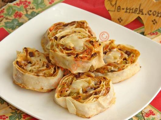 yufkali-rulo-pizza-resimli-yemek-tarifi(16)