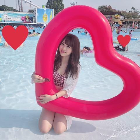 【AKB48】篠崎彩奈がプールでプライベート水着を公開
