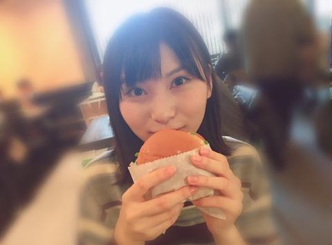 【朗報】せいちゃん「何年ぶりかのハンバーガー…」【AKB48・福岡聖菜】