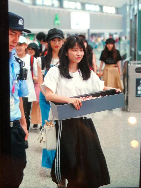 【AKB48】上海に到着したゆいはんのファッションが相変わらずのクオリティwww【横山由依】