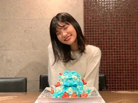 【朗報】大和田南那と向井地美音が歴史的再会!!!【15期】