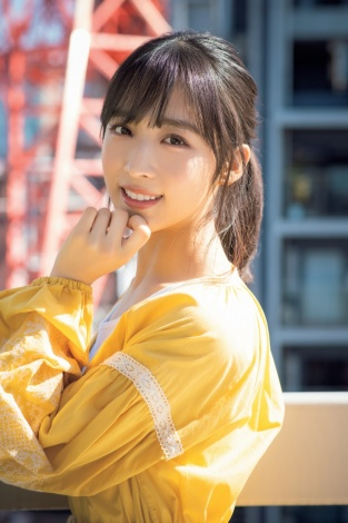【AKB48】「2万年に1人の美少女」小栗有以(18)がドキッとするような視線!キャミ&ショーパン姿で美肌を大胆披露